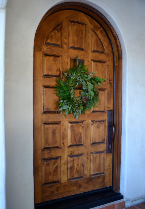 LEARN TO MAKE YOUR OWN HOLIDAY WREATH - DIY TUTORIAL WITH COVERGIRL NANCY HUNTER CORBETT | www.AfterOrangeCounty.com