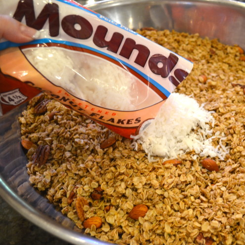 THE VERY BEST HOMEMADE GRANOLA RECIPE | By www.AfterOrangeCounty.com