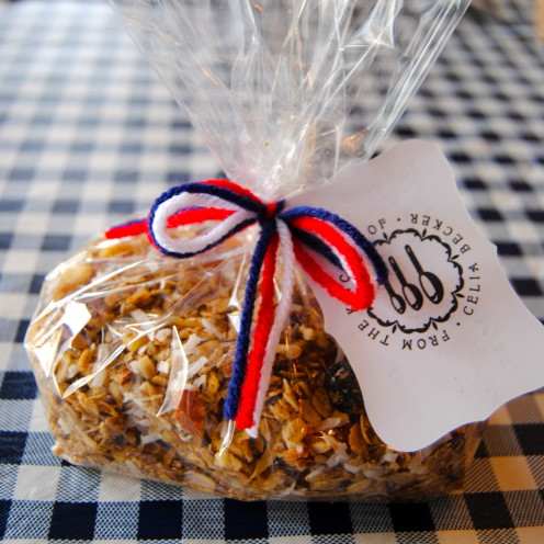 THE VERY BEST HOMEMADE GRANOLA RECIPE | Recipe By www.AfterOrangeCounty.com