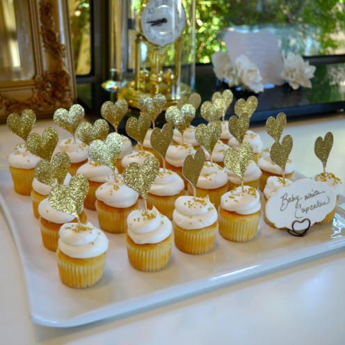 HOW TO HOST A BEAUTIFUL BRIDAL SHOWER | www.AfterOrangeCounty.com |#Mini #Cupcakes