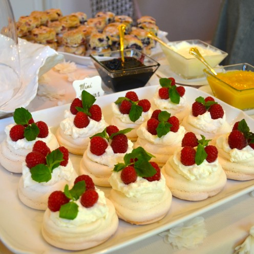 HOW TO HOST A BEAUTIFUL BRIDAL SHOWER | www.AfterOrangeCounty.com | Mini #Pavlovas