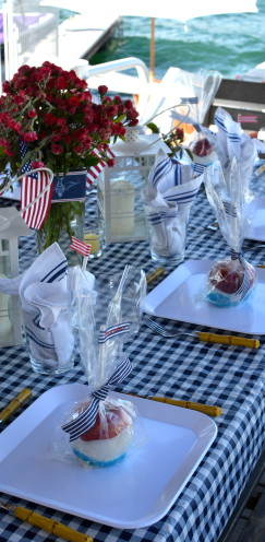 MY ULTIMATE GUIDE TO THE 4TH OF JULY | Red, White & Blue Candied Apples | #PartyFavors | www.AfterOrangeCounty.com
