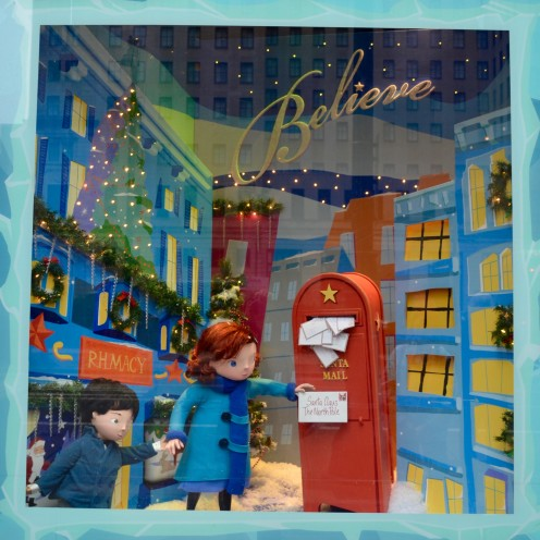 SEASONS GREETINGS from Philly|Windows at Macy's | www.AfterOrnageCounty.com